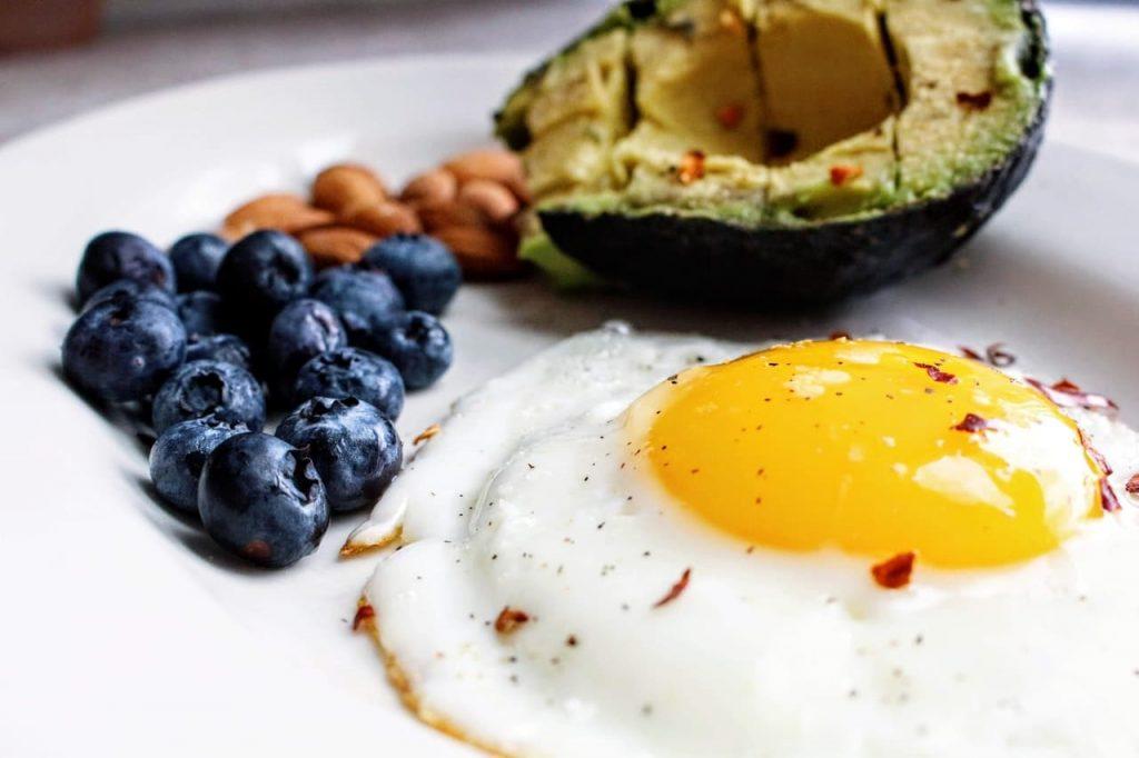 Egg, blueberry and avocado